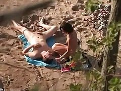 Pair sex onbeach