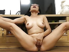 ASIAN Mummy PLAYS WITH HER PUSSY